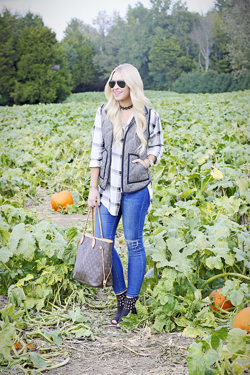 plaid-shirt-pumpkin-picking-4